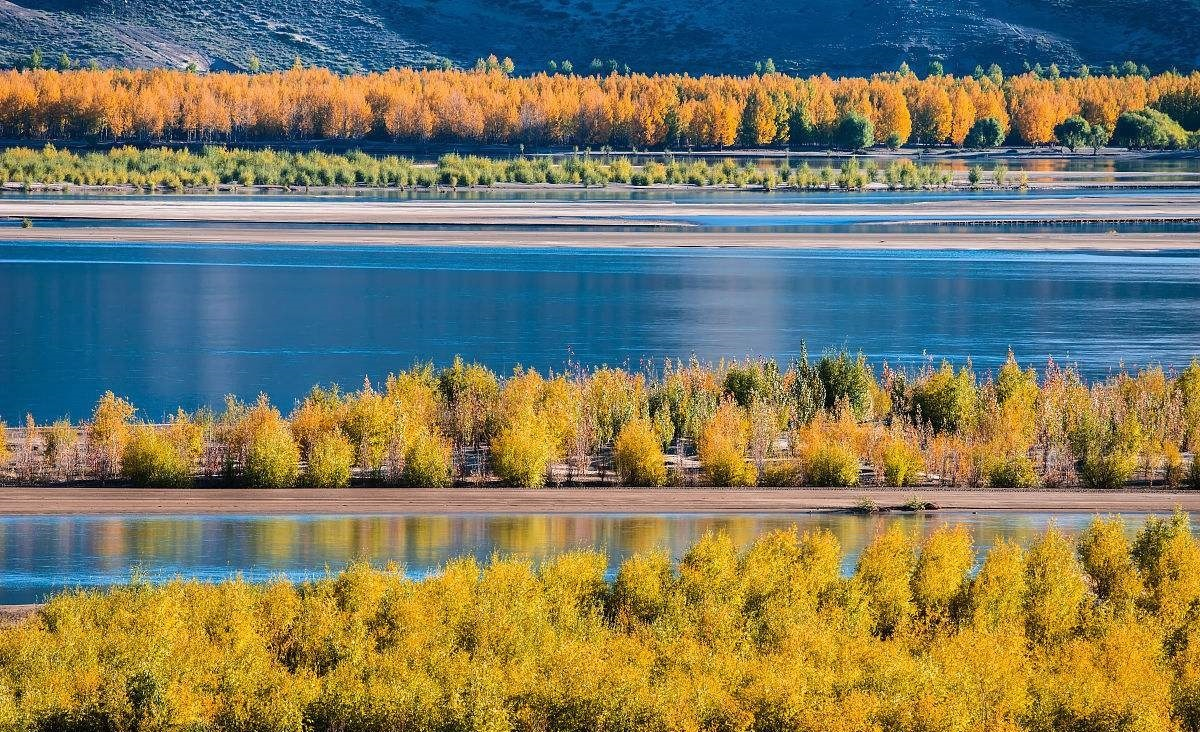Autumn scene by Lhasa River.