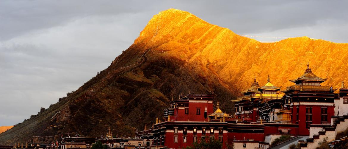 On the way to Tingri, you will visit the magnificent Tashilhunpo Monastery, where's the seat of Panchen Lama.