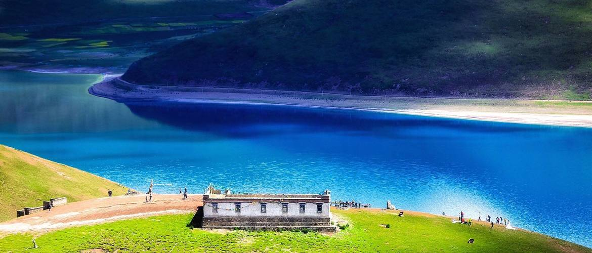 You will see one of the top 3 holy lakes in Tibet, Yamdroktso Lake.