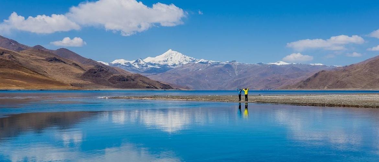 Beautiful Yamdrotso Lake.
