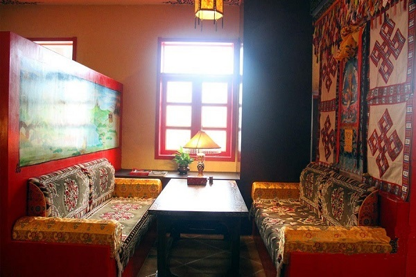 Most Tibetan restaurants are clean and provide various dishes to tourists.