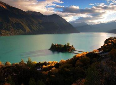 The best time to visit Draksum-tso Lake in Autumn, during which you can see the colorful forests around the lake.