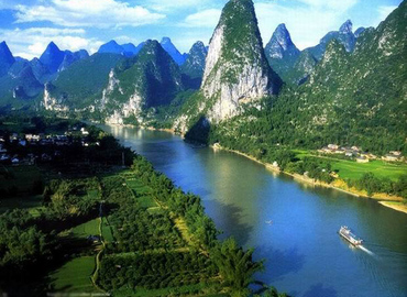 Cruising along Li River, you will not only see karst mountains but also farmland.
