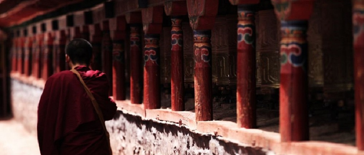 Like all the other monasteries in Tibet, turn prayer wheels in Sakya Monastery is a kind of ceremony.