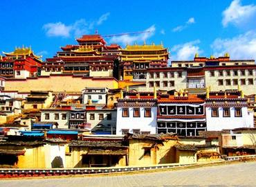 Songzanlin Lamasery is the biggest Tibetan Buddhist Monastery in Yunnan, also being called as the Little Potala Palace.