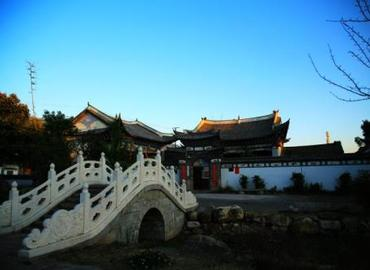 Xizhou village is very distinctive as it's the gathering place of the Bai majority people.
