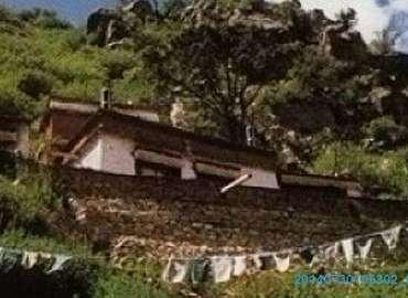 It's said Yamalung Hermitage is where the great Indian guru Padmasambawa ever practiced here.