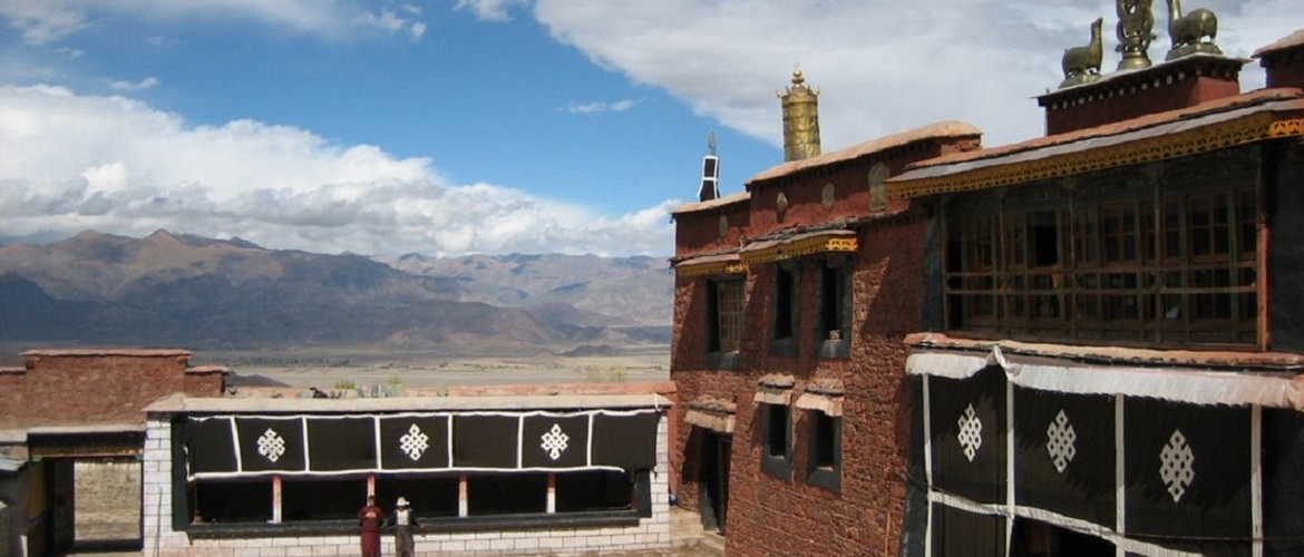 Nalendra Monastery is the representative monastery for Cha Sect, which is a sect belongs to Saga Sect.