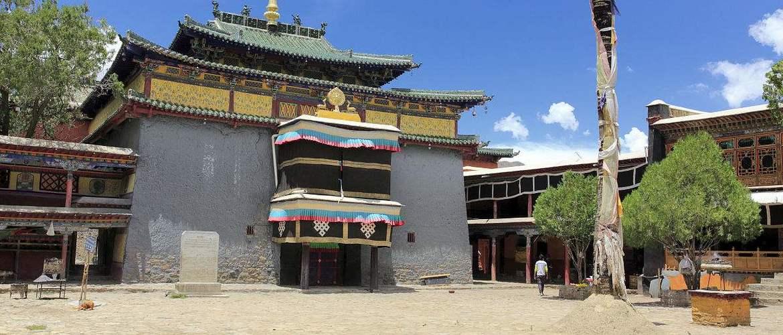 Buddhism holy land Shalu Monastery - Murals here are exquisite.