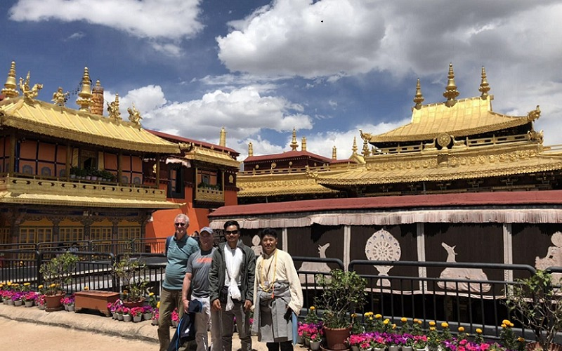 Our guests with the local Tibetan guide