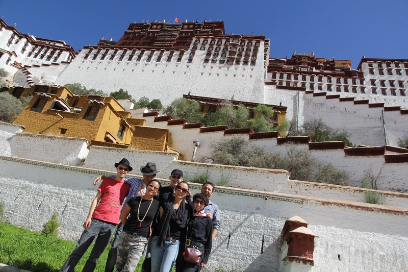 A group of American tourists in Lhasa.