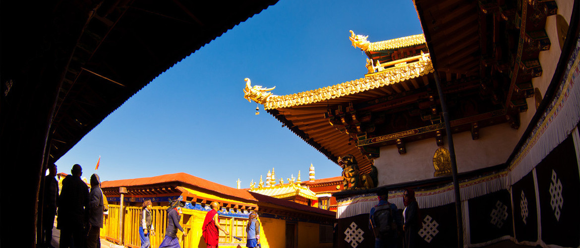 Jokhang Temple is a mixed architectural style of Chinese, Tibetan, Indian and Nepalese.