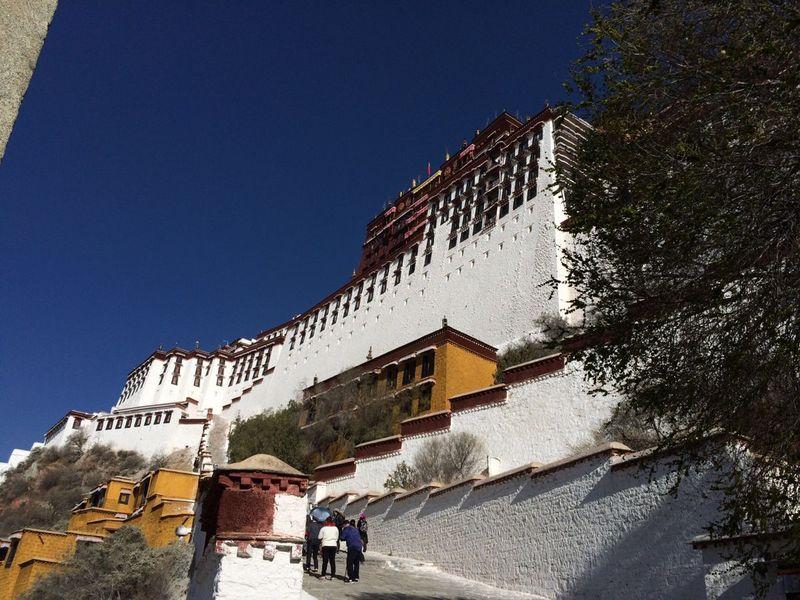 Potala Palace is the landmark of Lhasa.