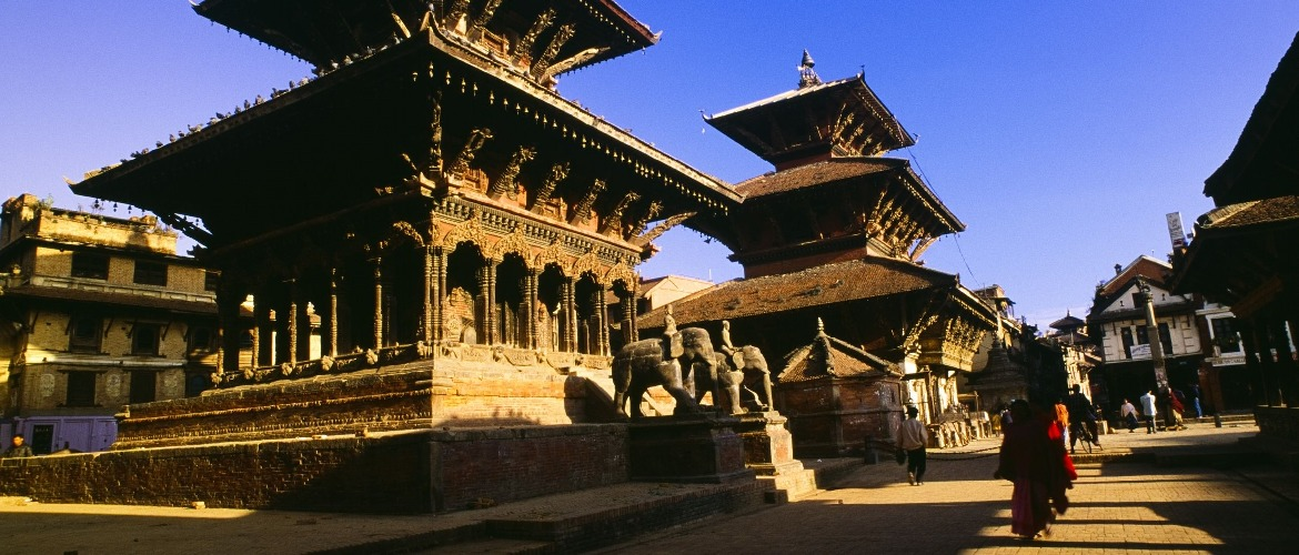 Kathmandu Durbar Square includes the classical architecture of Nepal between the 16th and 19th centuries.