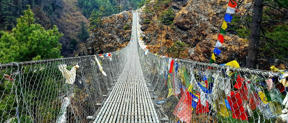 Suspension bridge on the way from Phakding to Namche.