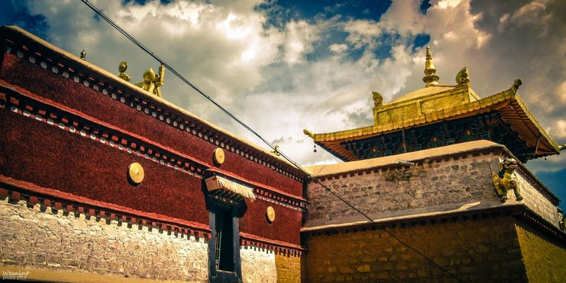 5 kilometers away from Lhasa, the Drepung Monastery is located in the suburb of this ancient city.
