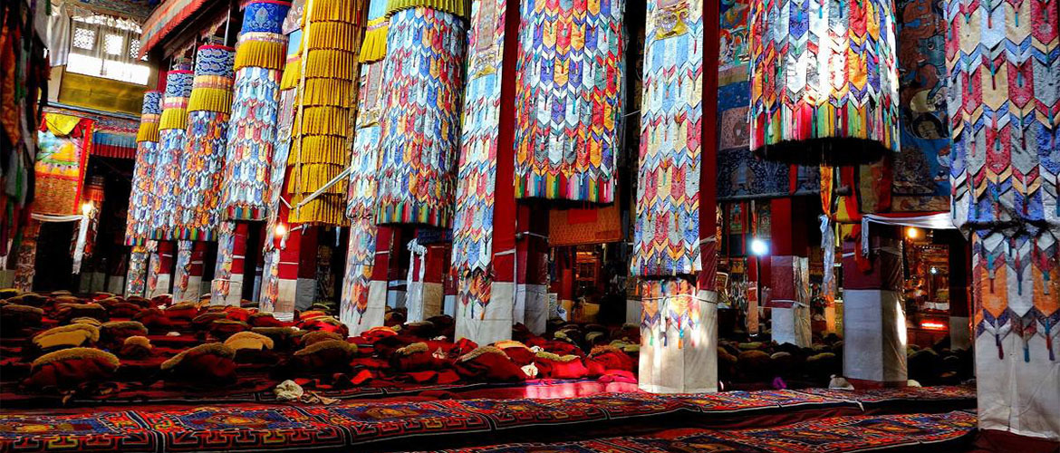 Drepung Monastery houses many religious artworks, such are statues of Manjushri Bodhisattva, statues of Tsong Khapa, and precious sutras.