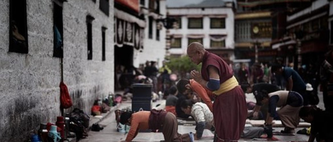 Devout pilgrims in front of the Jokhang Temple.