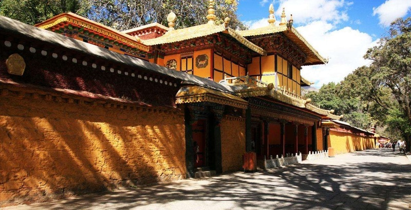 The outside walls of Norbulingka - Sumemr Palace of Dalai Lama.