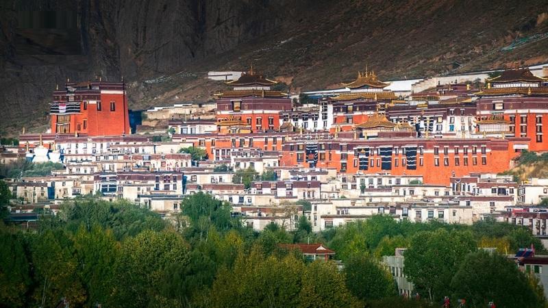 Tashilhunpo Monastery is a Gelug monastery located in Shigatse.