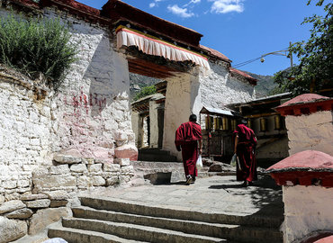 Drepung Monastery is also a Buddhist education base. It is the best place to learn and impart Buddhism.