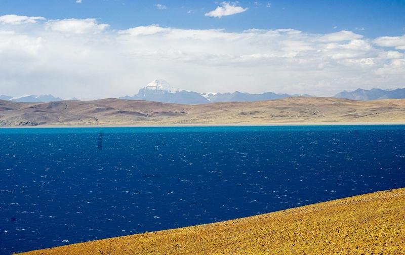 Mount Kailash is close to Mansarovar lake