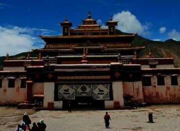 Dorje Drak Monastery is a famous monastery of Tibetan Buddhism, one of the six great monasteries of the Nyingmapa sect.