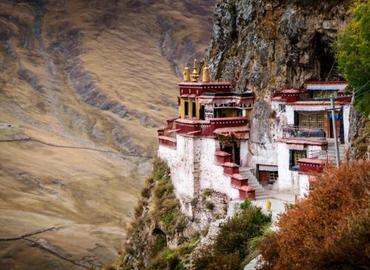 Known as the shrine of Lhasa, Drak Yerpa has monasteries and famous ancient meditation caves.