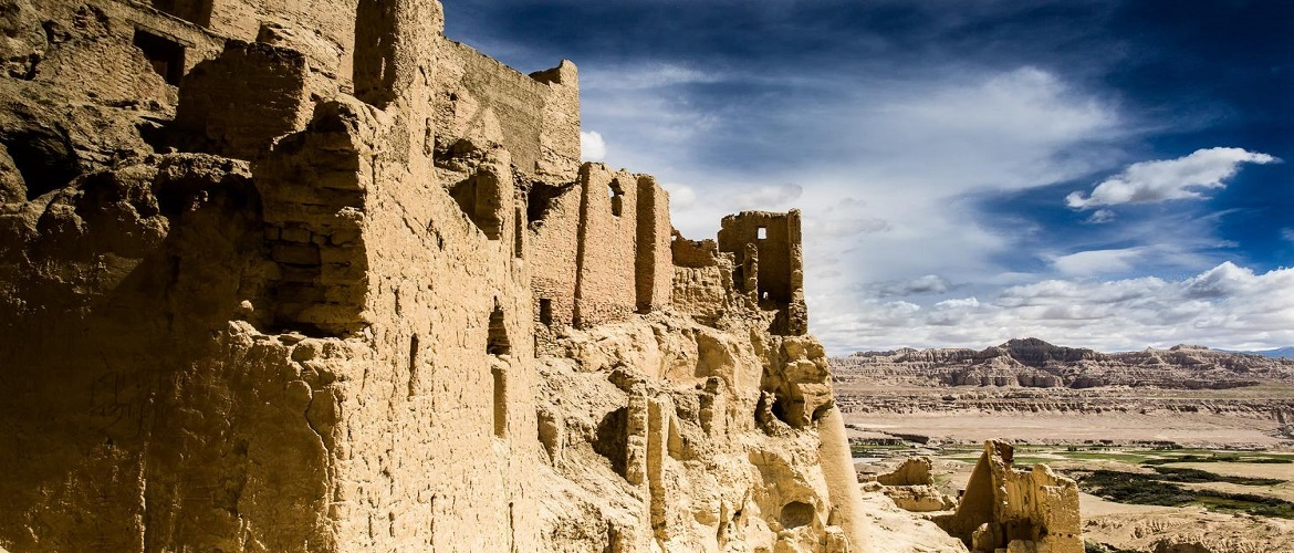The ruins of the former capital of the Guge kingdom are located at Tsaparang.