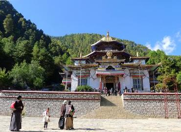 Lamaling Temple is home for monks and nuns.